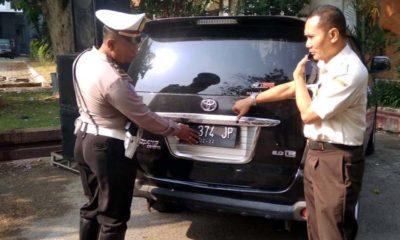 Tak Bayar Pajak, Petugas Gabungan di Lamongan Gencarkan Razia PNS Berkendara Pelat Merah