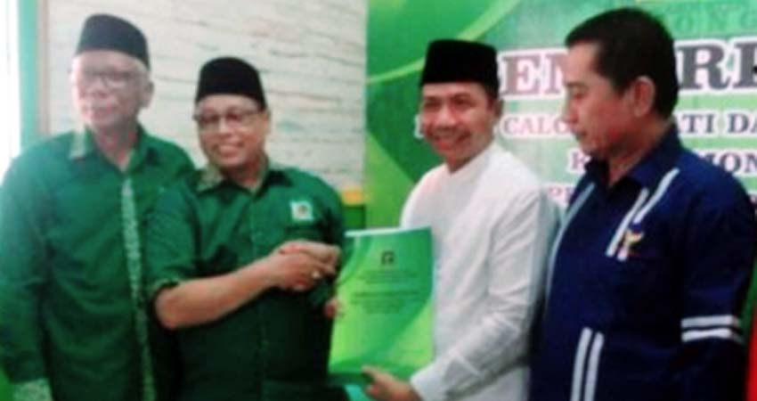 Mantan Ketua DPRD, H Kaharuddin Kembalikan Formulir Penjaringan Bacabup ke DPC PPP Lamongan