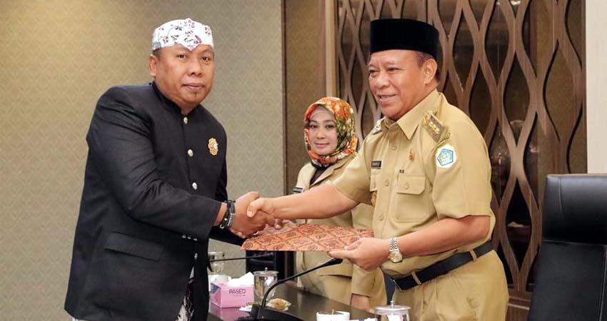 Suhartono Resmi Ditetapkan Bupati Fadeli Sebagai Direktur Perumda Pasar Lamongan