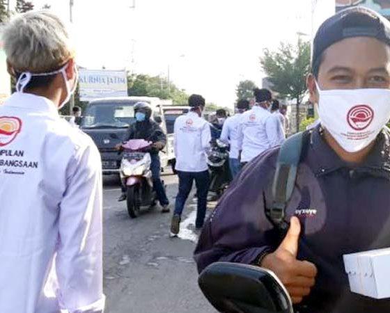 PGK Lamongan Baksos Bagikan Masker, Hand Sanitizer dan Paket Buka Puasa ke Warga Pantura