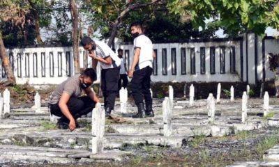 Peringati Hari Bhayangkara ke-74, Polres Lamongan Kerja Bakti di Taman Makam Pahlawan