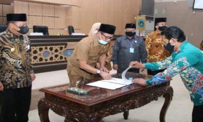 Bupati Fadeli saat rapat paripurna bersama DPRD Kabupaten Lamongan.