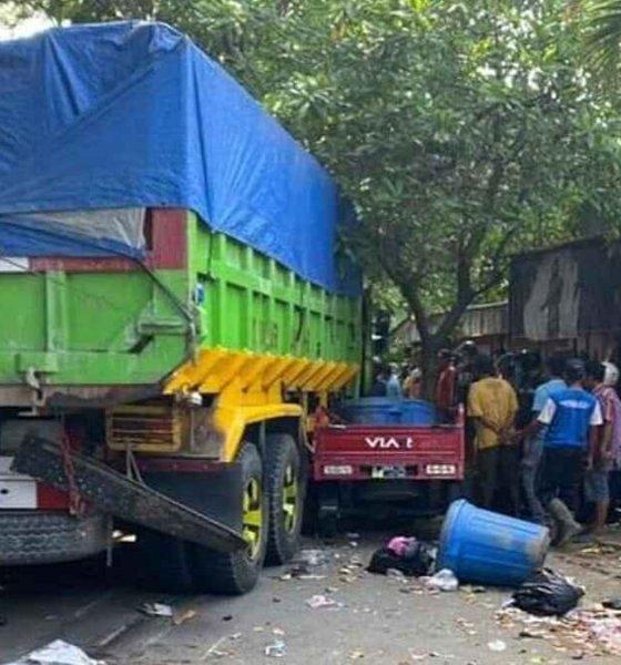 Dump Truk Hajar Tiga Motor di Depan Pasar Burung Lamongan, 1 Orang Mati